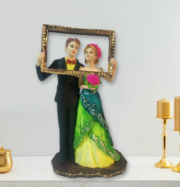 Newly Married Couple Statue Posing for Selfie